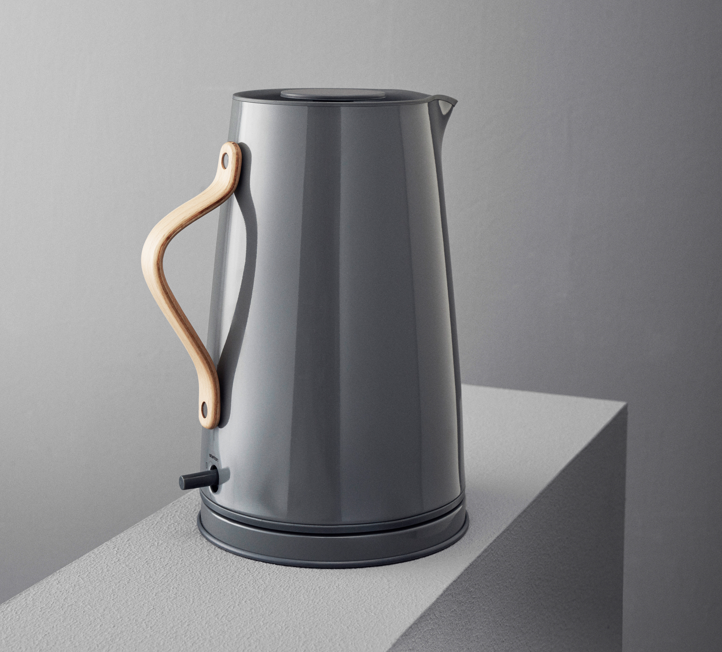 Emma_electric_kettle_grey